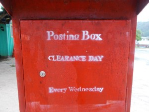 Lalomano: Ungünstig, wenn hier die Post ins Nachbardorf Donnerstags eingeworfen wird.
