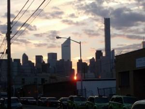 Blick auf den Sonnenuntergang in Manhattan von meinem Hostel aus gesehen