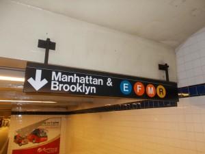 Court Square Bahnhof: Hier halten E-,F-,M- und R-Züge