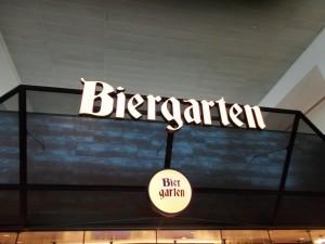 Ein Biergarten im New Yorker La-Guardia Flughafen