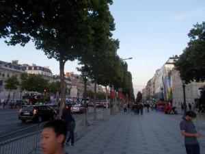 Die Champs Elysee am Abend