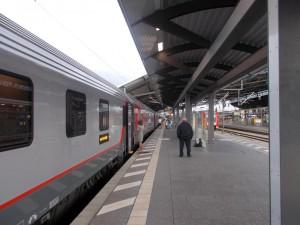 Am Erfurter Hauptbahnhof früh morgens